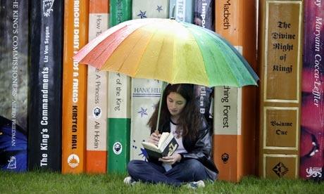 Teenage-girl-reading-001